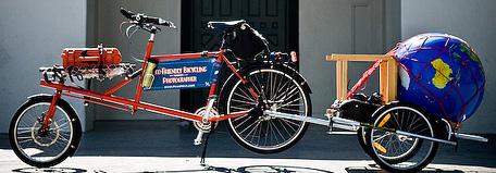 Vélo cargo avec globe